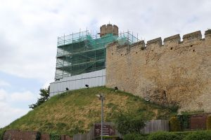 1024px-Lincoln_Castle,_Observatory_Tower_2013